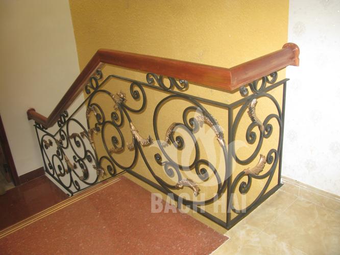 cầu thang sắt rèn lá nhôm đúc bh-10210