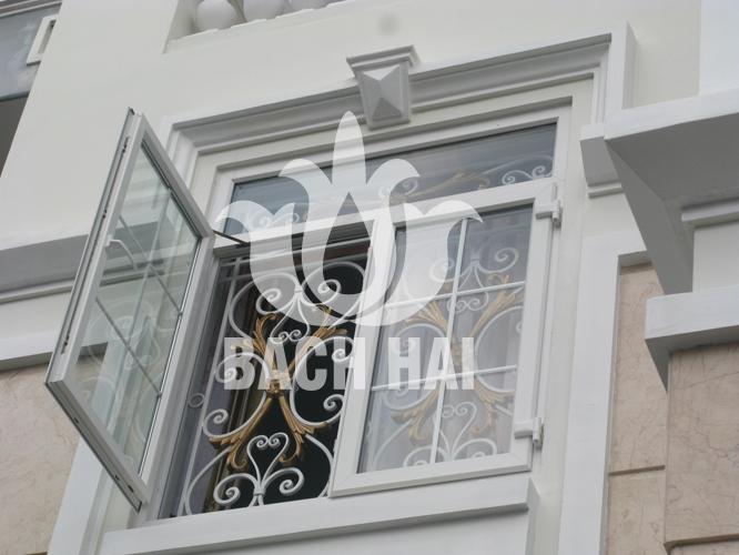 khung cửa sổ sắt rèn lá nhôm đúc sang trọng bh-10162