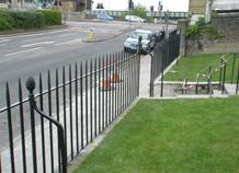 hàng rào sắt đặc ngăn người đi bộ ở các cao ốc ws-10426