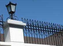 hàng rào sắt đặc trang trí đầu bờ tường