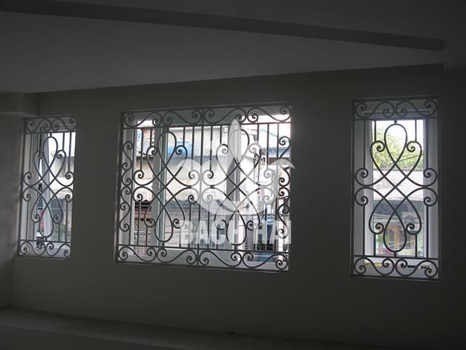 khung cửa sổ sắt sang trọng bh-10174